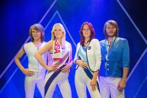 Po 35 metų pertraukos švedų grupė ABBA įrašė dvi naujas dainas