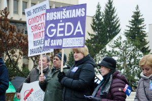 """Rusniškiai prie Seimo reikalauja juos """"sujungti su Lietuva"""""""