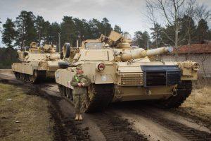 Į Lietuvą atkeliavo JAV tankai ir nauja karių pamaina