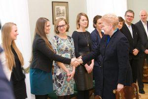 Prezidentė ragina didinti finansavimą emocinės pagalbos tarnyboms