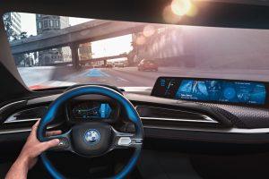 BMW naujienos: nuo milžiniškų ekranų iki lazerinių žibintų