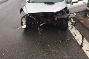 Dėl girto vairuotojo sukeltos avarijos prie Kauno ženklo – spūstys