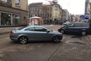 Automobilį paliko vidury gatvės, sutriko eismas