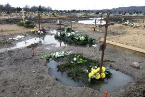Lėbartuose kapus semia vanduo