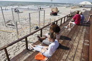 Paplūdimiuose šalto vėjo nėra, pats laikas kaitintis