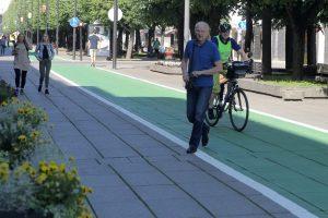 Laisvės alėjoje dviratininkams draudžiama lakstyti greičiau nei pėstiesiems