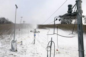 Orai koreguoja slidininkų planus