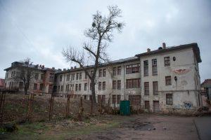 Dėl krentančių Senamiesčio vaiduoklio langų gresia tūkstantinė bauda