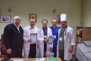 Kauniečiai chirurgai grąžina praeities skolas