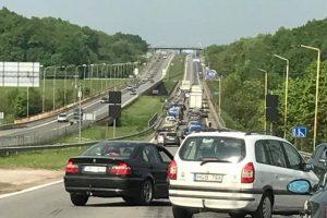 """Aktualu važiuojantiems link """"Megos"""": dėl avarijos buvo sutrikęs eismas"""