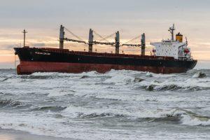Uosto atstovas: dėl ant seklumos užplaukusio laivo taršos grėsmės nėra