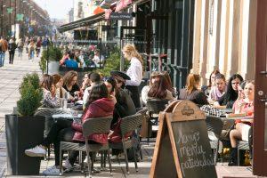 Miestiečiai užgulė lauko kavines