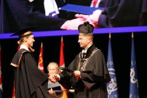 Diplomai – beveik tūkstančiui LSMU absolventų