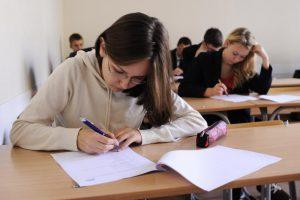 Abiturientų žinioms tikrinti įvedama naujovė – brandos darbas