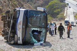 Argentinos kalnuose apvirtus autobusui žuvo mažiausiai 19 žmonių