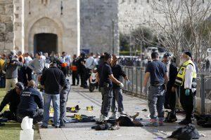Jeruzalėje du palestiniečiai peiliu subadė tris izraeliečius