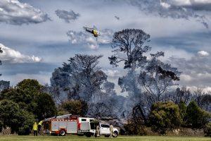 Melburno priemiestyje įsiplieskė krūmynų gaisras, evakuojami žmonės