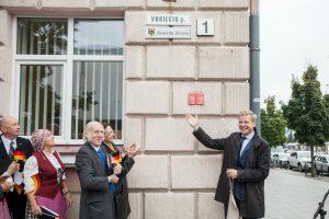 Vokietijos vienybės dieną Vilniaus Vokiečių gatvė papuošta vokišku užrašu