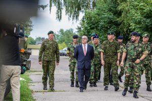 Lietuvoje viešintis Portugalijos gynybos ministras Klaipėdoje susitiko su kariais