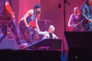 """""""Roxette"""" gerbėjai priblokšti: dainininkė scenoje nuvirto"""