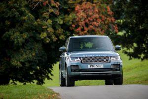 """Naujas """"Range Rover"""" turės įkraunamą hibridinę versiją"""