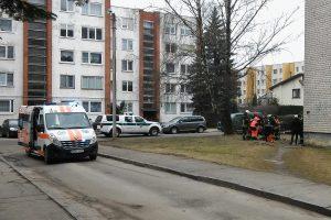 Pabėgęs ligonis nušoko nuo penkiaaukščio stogo