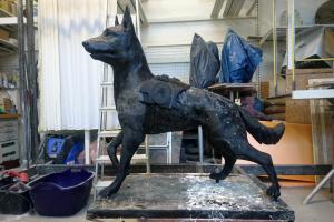 Už žmonių suaukotus pinigus iškils skulptūra žuvusiems tarnybiniams šunims