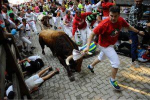Pamplonoje per bulių bėgimą subadyti du vyrai
