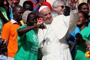 Popiežius pradeda kampaniją, kuria siekia išsklaidyti nepalankų požiūrį į imigrantus