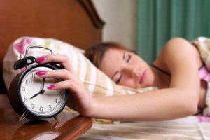 Paaugliai miega vis mažiau