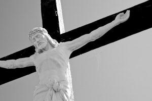 """Jėzų vaidinusiai moteriai atsivėrė """"stigmos"""""""