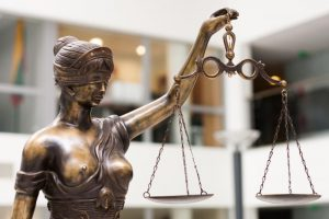 Policininkus sužalojęs vilnietis nubaustas už vairavimą be teisių