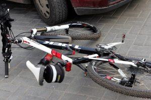 Rokiškyje automobilis partrenkė dviratininkę