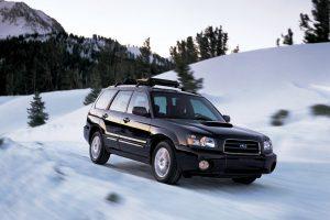 Atėjus žiemai populiarėja keturiais ratais varomi automobiliai
