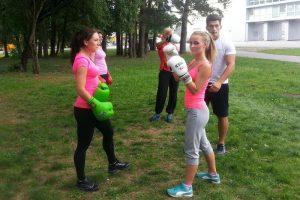 Po alinančių šokių M. Šalčiūtė dar randa jėgų treniruotėms parke
