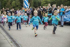 Vaikai bėgs už maistą badaujantiems vaikams