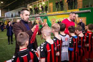 Vaikai Lietuvos valstybės atkūrimo 100-metį paminėjo futbolo aikštėje