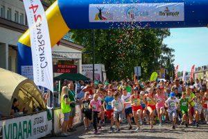 Karštame bėgime: staigmenos ir tūkstantinė minia