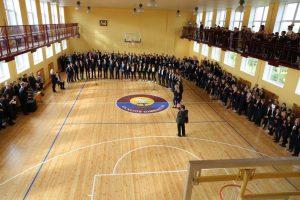 Vilkijos gimnazistai džiaugiasi suremontuota sporto sale