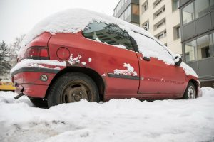 Vilnius atsikrato kiemuose riogsančių apleistų automobilių