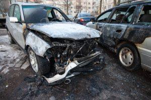 Kaune paryčiais supleškėjo du automobiliai