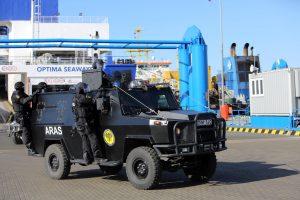 """Policija nusipirko šarvuotą automobilį """"Aro"""" operacijoms"""