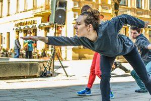 """""""Auros"""" šokėjai nustebino netikėtu šokiu Kauno centre"""