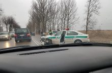 Į avariją pateko policijos automobilis, sužaloti trys patruliai