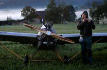 Čekas šaltkalvis susikonstravo lėktuvą, kad galėtų skristi iki darbo