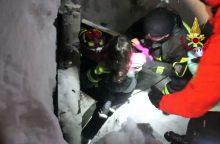 Lavinos nuniokotame Italijos kalnų viešbutyje išgelbėti dar keturi žmonės