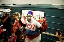 Pustrečio tūkstančio futbolo sirgalių traukiniais kirto Lietuvą