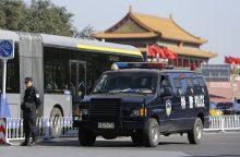 Kinijoje susidūrus autobusui ir sunkvežimiui žuvo 11 žmonių