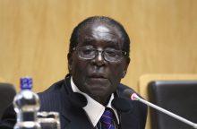 R. Mugabe atsistatydino iš prezidento posto