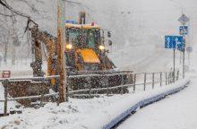 Eismo sąlygos sudėtingos visoje šalyje, keliai – apledėję, slidūs